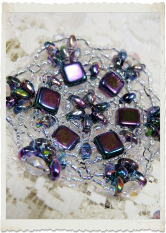 Pendant with purple superduo and tila beads