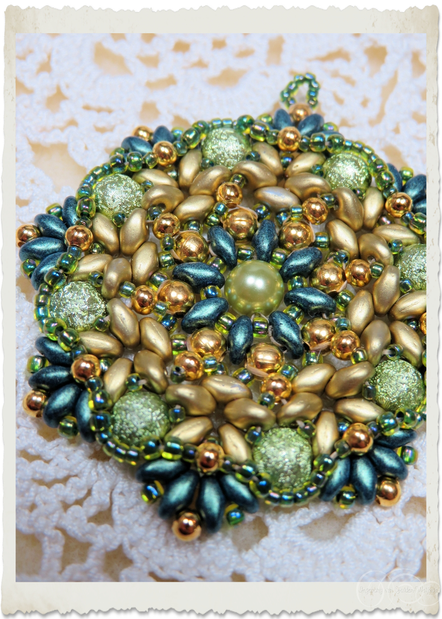 Details of Handmade beaded star pendant eith duo beads
