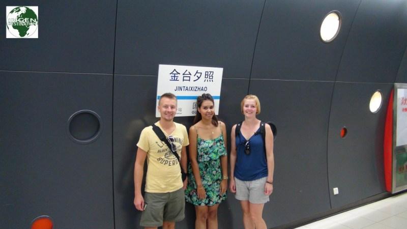 Metro stationen tættest på O.K, udtales: Jingsi-tingsi-taxi-chow - ihvertfald af os...