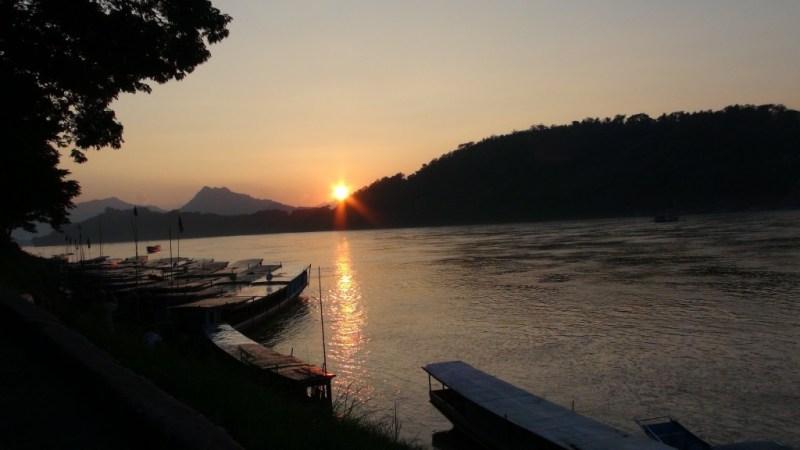 Solnedgang over Mekong floden