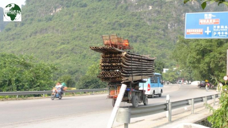 Transport af bambusflåder