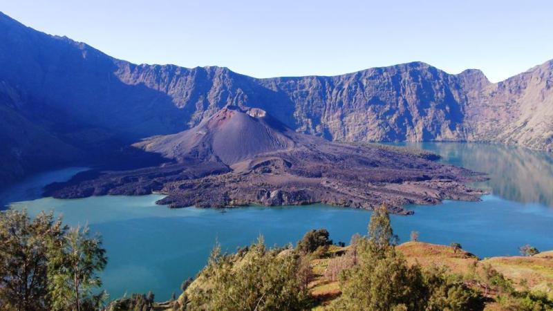 På vej ned til kratersøen