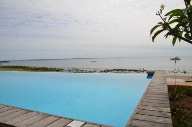 På besøg ved Nautilus Hotel, men udsigt over Pemba bugten og Wimbe strand