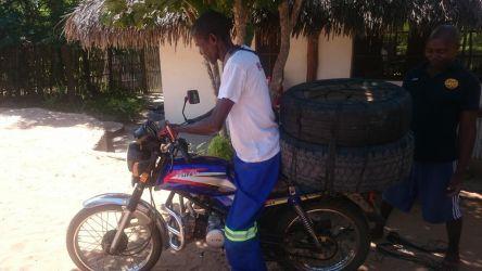 På vej op til dækforhandleren