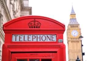 Cabina telefónica con el Big Ben de fondo