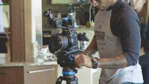 persona filmando