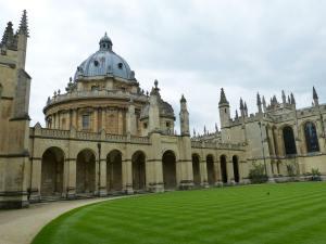 Edificio y jardín de Oxford