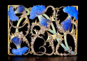 Lalique plaque de cou with a thistle motif, in enamel and diamonds.