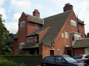 Inglewood (1892), a house by Ernest Gimson on Ratcliffe Road. Photo by NotFromUtrecht.