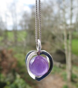 Caged amethyst pendant necklace, by Elis Kauppi of Kupittaan Kulta, Finland.
