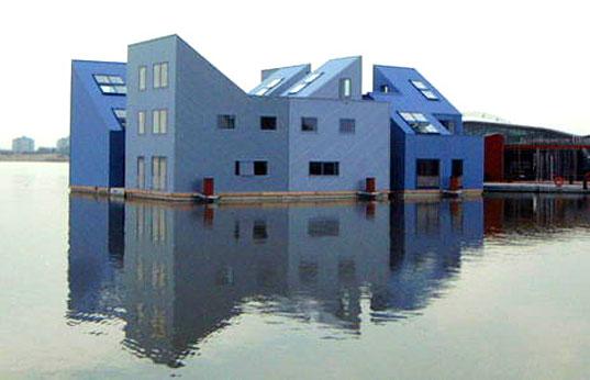 amphibian house, amphibious homes, DuraVermeet Amphibious Homes water housing, disaster-proof housing, disaster-proof design, dutch floating houses, dutch aquatic homes