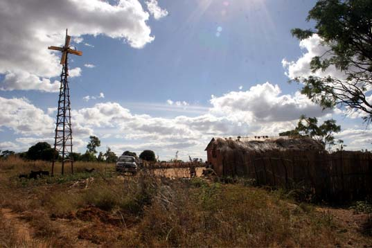 Malawi village wind turbine, William Kamkwamba, Wind power in Malawi, Soyapi, African student builds wind turbine, Malawi youth builds wind turbines, Wind Power in Africa, Wind Power in the developing world, wind power in developing countries, Emeka Okafor, TED, Homemade green power, DIY Windmill