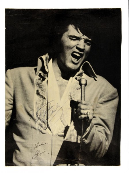 rare 1970 promotional photo been signed by Elvis