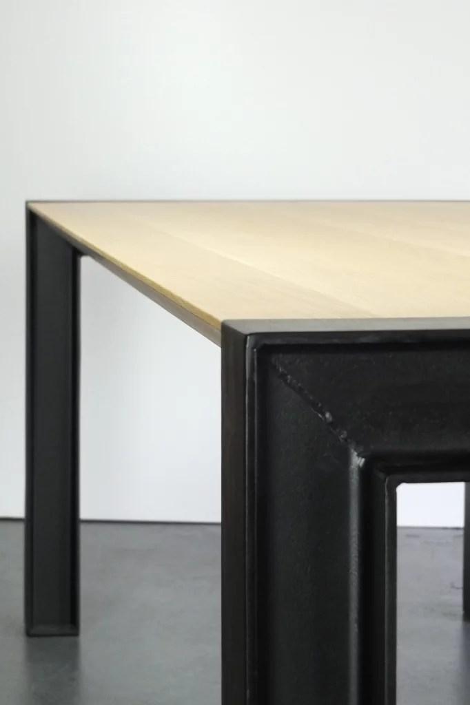 Eetkamertafel in combinatie met staal  INhout