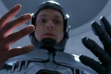Robocop 2014 e o mistério da mão revelado
