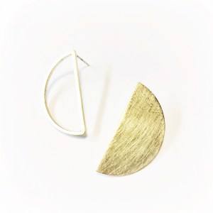 Open|close half moon studs