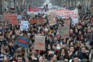 Le retour du CPE : Gattaz veut supprimer le SMIC – Hollande reçoit trois « économistes » qui plaident pour la fin du SMIC