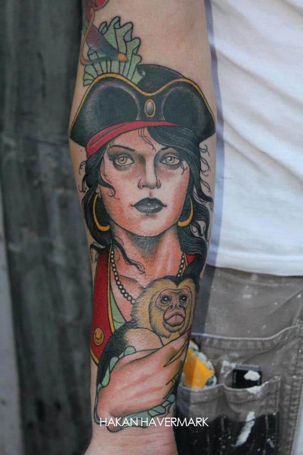 Tatouage Femme Pirate Et Petit Singe Inkage