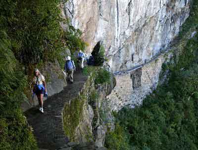 trekking by the inca trail to machupicchu tours
