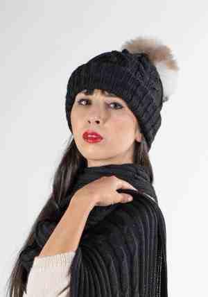 berretto con pompon nero e sciarpa lana alpaca