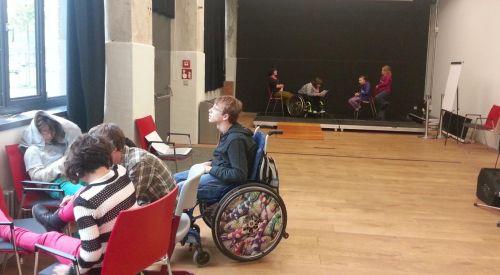 Inklusive Theatergruppe bei der Bühnenprobe