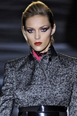 hbz-david-bowie-inspired-runway-gucci-fall-2009-beauty-getty