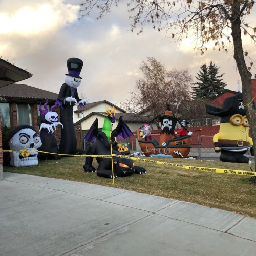Hallowe'en 2019 down the street from my parents' home.