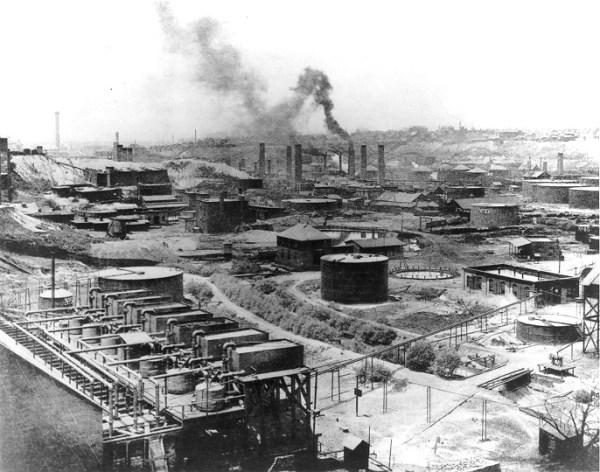 Standard Oil Refinery. Image: wikipedia commons