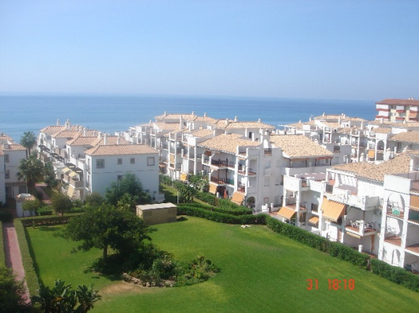 REF 781 Apartment with views of the sea and garden in