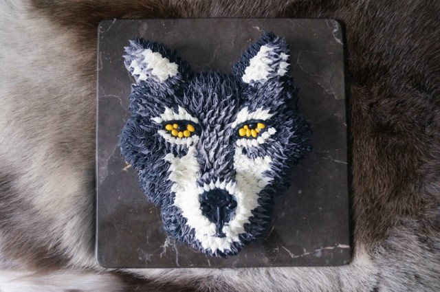 Direwolf Cupcakes, perfect for a S4 Game of Thrones premiere party!