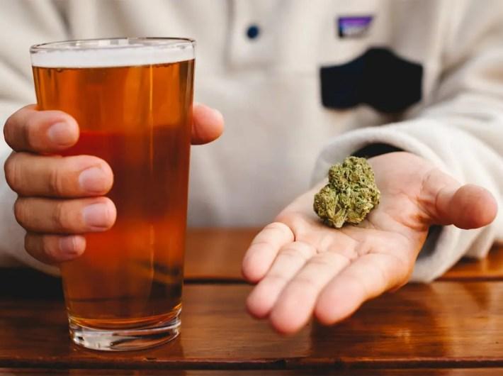 legalizzazione della cannabis paura industria alcolici