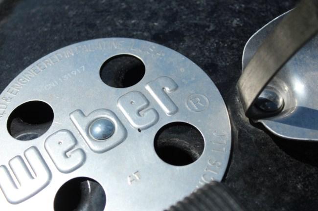 Bremsen - pipa i lokket på grillen