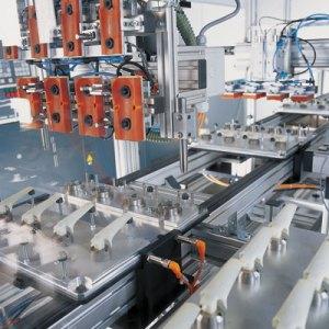 Transferkaree mit Werkstückträger, vertikales Umlaufsystem