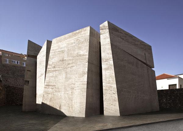 Church-In-La-Laguna-by-Menis-Arquitectos_ss_1