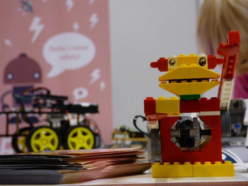 Aprendiendo con Lego (Fuente: Pixabay)