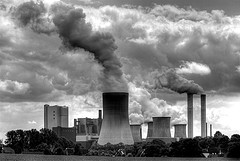Scrubbing CO2 and sulfur from power plant emissions