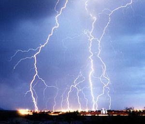 Lightnings {{es|Tormenta eléctrica.