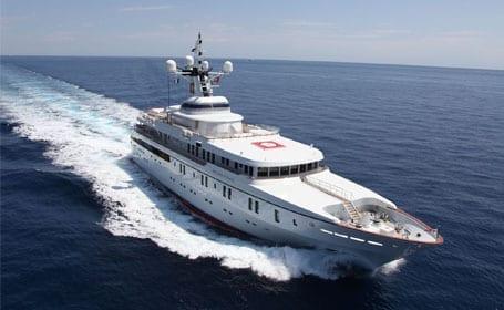 yacht-on-sea