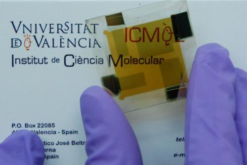 Team creates a low cost thin film photovoltaic device with high energy efficiency