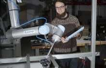 Robots that can see and grasp: Picks out castors as fast as blueberries