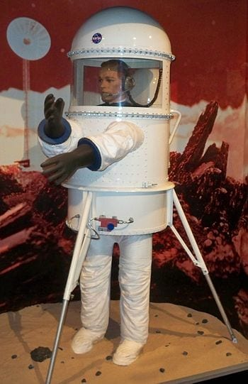 NASA spacesuit model at the Cradle of Aviation Museum on Long Island, NY. (Photo credit: Wikipedia)