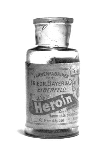 English: Pre-war Bayer heroin bottle, originally containing 5 grams of Heroin substance. (Photo credit: Wikipedia)