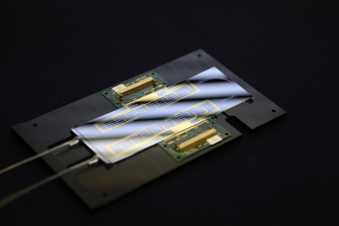 New optical chip lights up the race for quantum computer