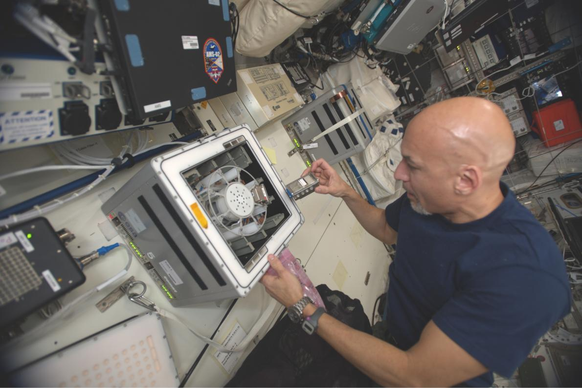 Astronaut Luca Parmitano performs the experiment aboard the International Space Station (credit: European Space Agency)