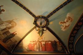 Nelle vele sono raffigurate le benedizioni di una ferrovia e di un porto impartite da Pio IX quali moderni mezzi di trasporto.