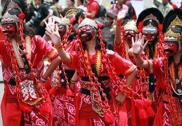 Abiti tradizionali per la festa nazionale indonesiana