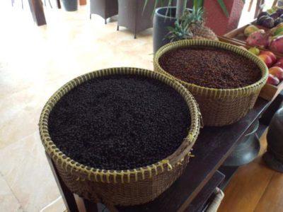 Ceste di pepe rosso e nero di Kampot