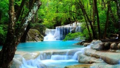 cascata parco nazionale erawan in thailandia