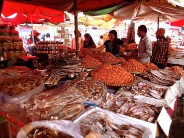 Scorcio del Crab Market a Kep, Cambogia