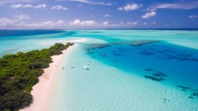 Palme e mare turchese negli atolli meridionali delle Maldive